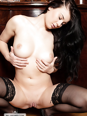 MC-Nudes  Della  Babes, Brunettes, Erotic, Softcore, Legs, Lingerie, Stockings, Solo